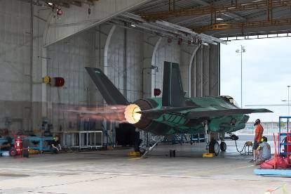 Motorenonderhoud vliegbasis te Woensdrecht